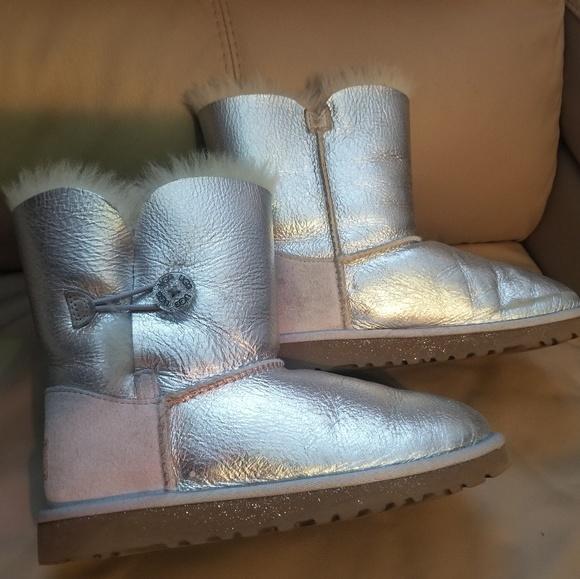 3b598bd3450 UGG Bailey Button Metallic big girls boots